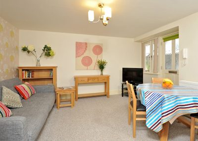 The living & dining area at 30 Trinity Mews, Torquay