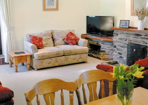 Anneth Lowen, Rescorla Farm Cottages, Rescorla