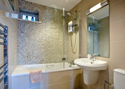 The bathroom @ Curlew 1, The Cove, Brixham
